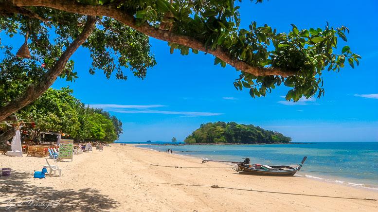 Nördlicher Teil des Klong Muang Beach in Krabi
